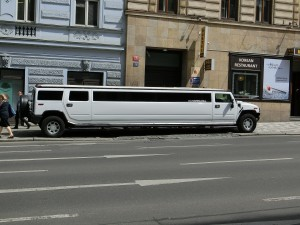 stretch-limo-377512_1920